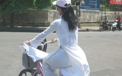 民族衣装アオザイでベトナム人の下着透け透けエロ画像 ③