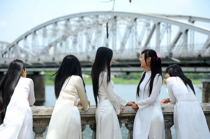 民族衣装 アオザイ ベトナム人 下着 透け エロ画像【9】