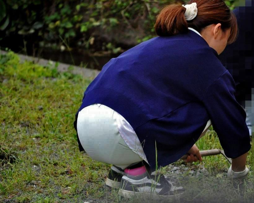 しゃがみ 透けパン パンティライン お尻 透けプリ エロ画像【21】