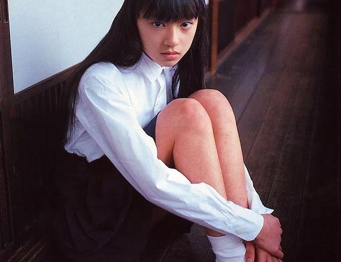 【雑談】昔は小学生の無修正ヌード写真集とかあったんだよなぁ