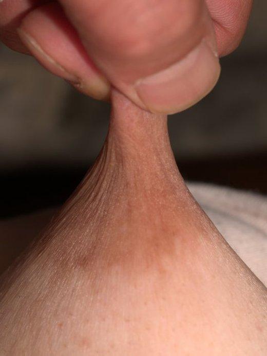 指 摘む 引っ張る 伸ばす 乳首 ビヨーン エロ画像【16】
