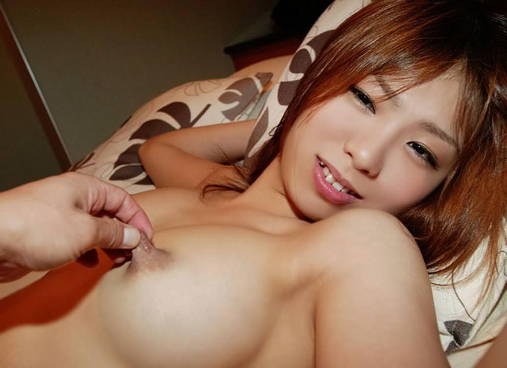 指 摘む 引っ張る 伸ばす 乳首 ビヨーン エロ画像【31】