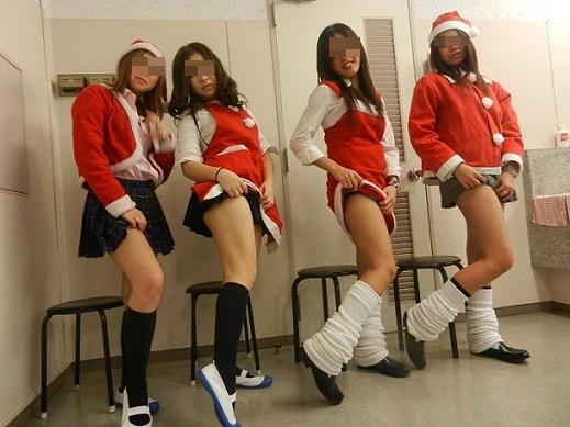 サンタ クリスマス 胸チラ パンチラ エロ画像【11】