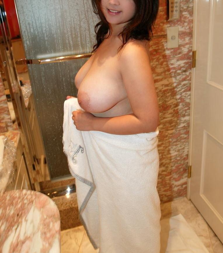 白ギャル 巨乳 大きい 白乳 おっぱい エロ画像【71】