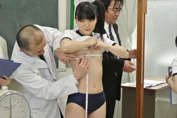 メジャー おっぱい 発育 測る 胸囲測定 エロ画像【10】