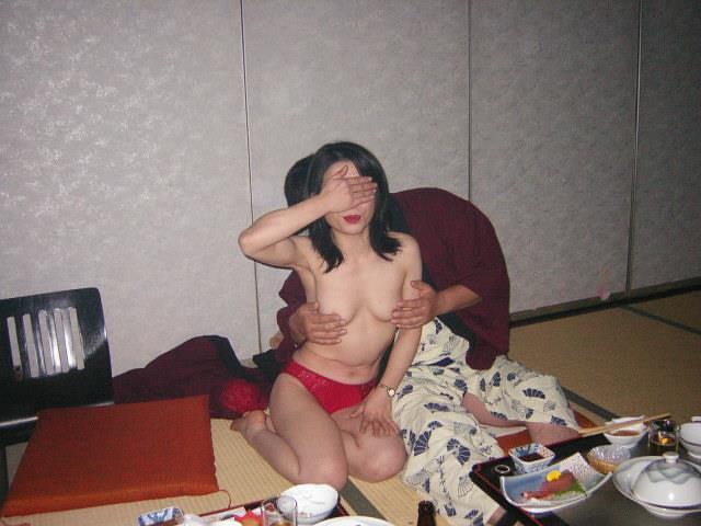 温泉 ピンクコンパニオン おっぱい 遊ぶ おっさん エロ画像【6】