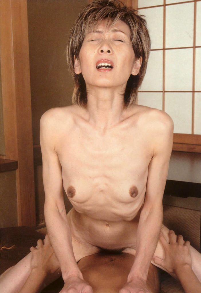 騎乗位 熟女 おばさん ハメ撮り エロ画像【3】