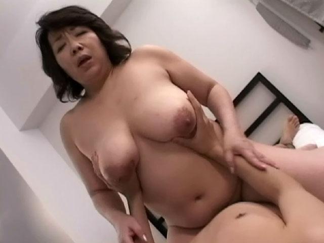 騎乗位 熟女 おばさん ハメ撮り エロ画像【12】