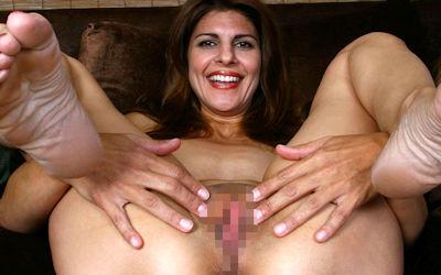 裸のおばさんのおまんこ目線な外国人熟女ヌード画像 ②