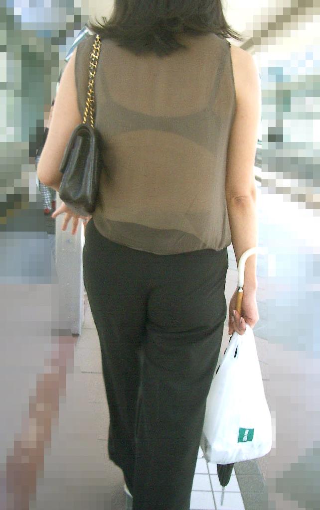 熟女 人妻 ママさん おばさん 透けブラ エロ画像【3】