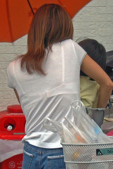 熟女 人妻 ママさん おばさん 透けブラ エロ画像【13】