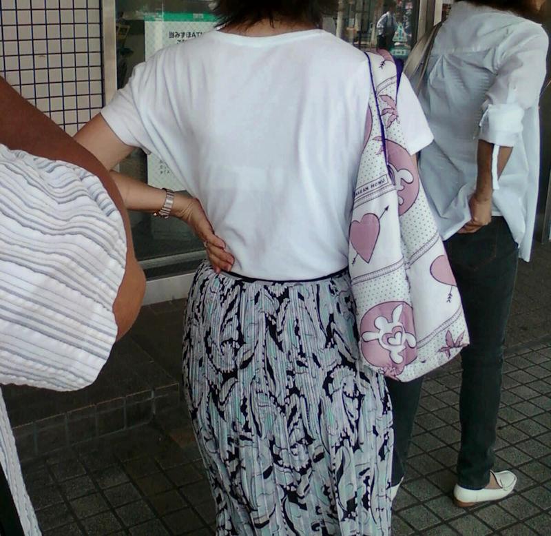 熟女 人妻 ママさん おばさん 透けブラ エロ画像【27】