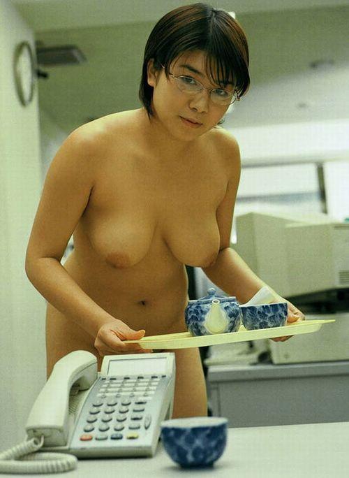 会社 お茶出し OL セクシー 来客応対 エロ画像【1】