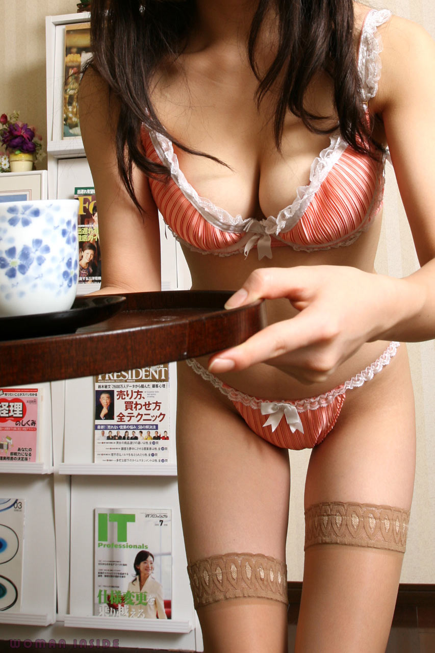 会社 お茶出し OL セクシー 来客応対 エロ画像【5】