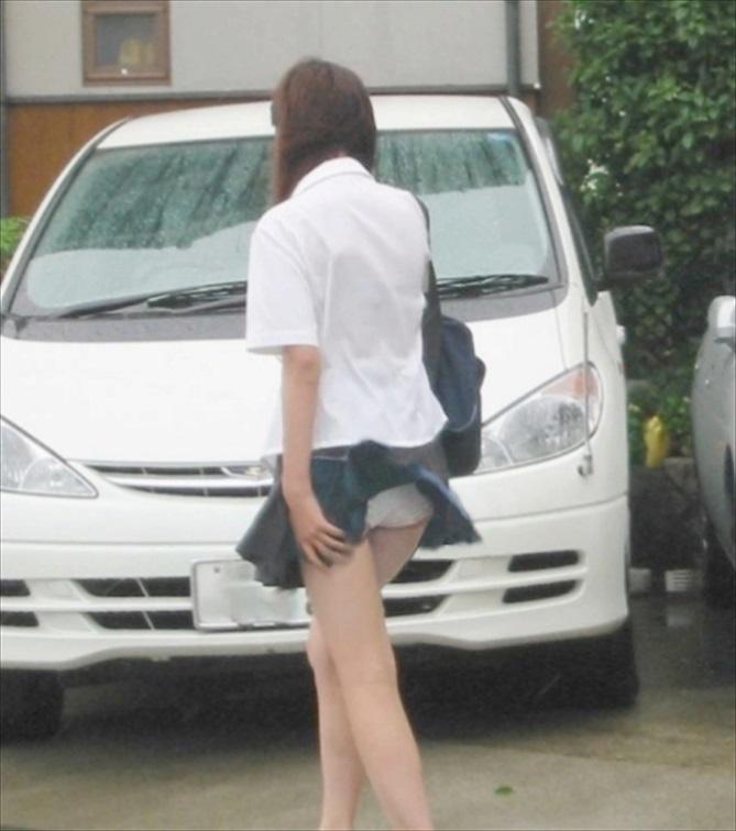 JK 風 パンチラ 登下校中 風チラ ハプニング エロ画像【12】