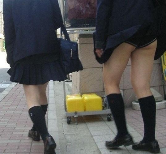 JK 風 パンチラ 登下校中 風チラ ハプニング エロ画像【20】