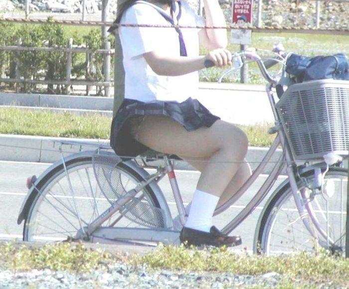 JK 風 パンチラ 登下校中 風チラ ハプニング エロ画像【37】