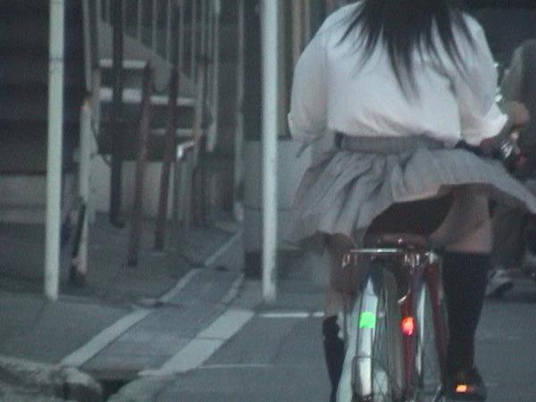 JK 風 パンチラ 登下校中 風チラ ハプニング エロ画像【40】