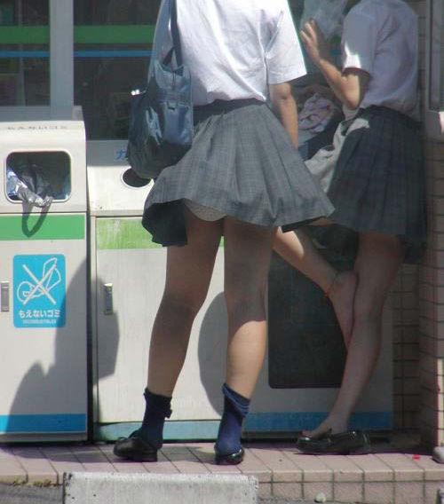 JK 風 パンチラ 登下校中 風チラ ハプニング エロ画像【43】