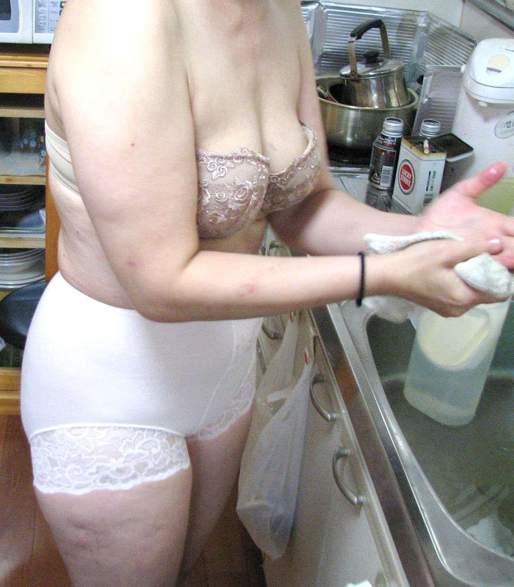 専業主婦 炊事 洗濯 掃除 家庭内 働く女性 エロ画像【28】
