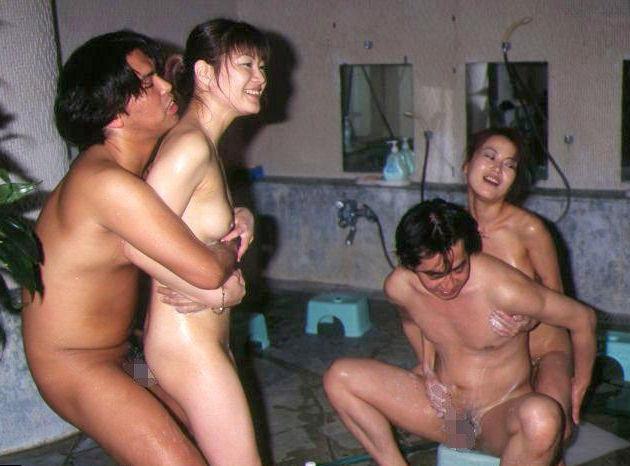 男2人 女2人 セックス 4P エロ画像【34】