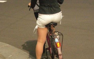 お尻の透けパン・パン線目線な自転車用サドルのエロ画像 ①