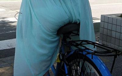 お尻の透けパン・パン線目線な自転車用サドルのエロ画像 ②