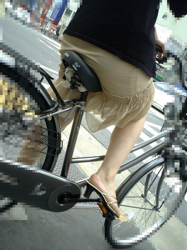 お尻 透けパン パン線 自転車 サドル エロ画像【5】