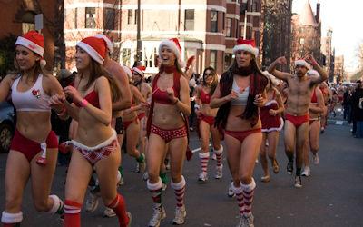 街がクリスマスムードな野外露出サンタのエロ画像 ②