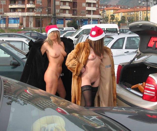 街 クリスマス 野外 露出 サンタ エロ画像【2】