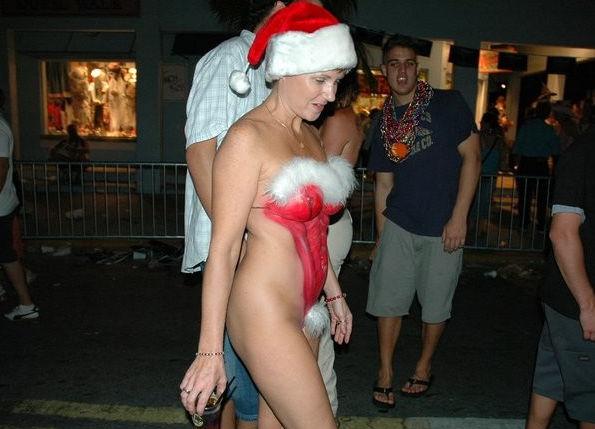 街 クリスマス 野外 露出 サンタ エロ画像【6】