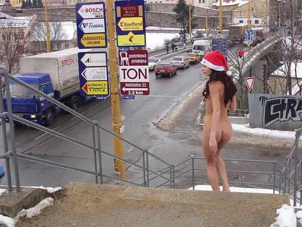 街 クリスマス 野外 露出 サンタ エロ画像【18】