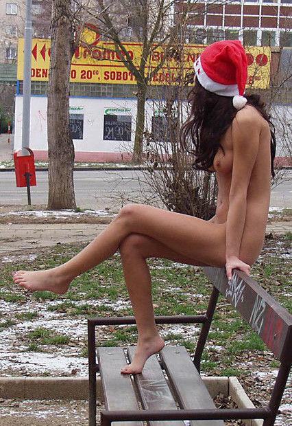 街 クリスマス 野外 露出 サンタ エロ画像【20】