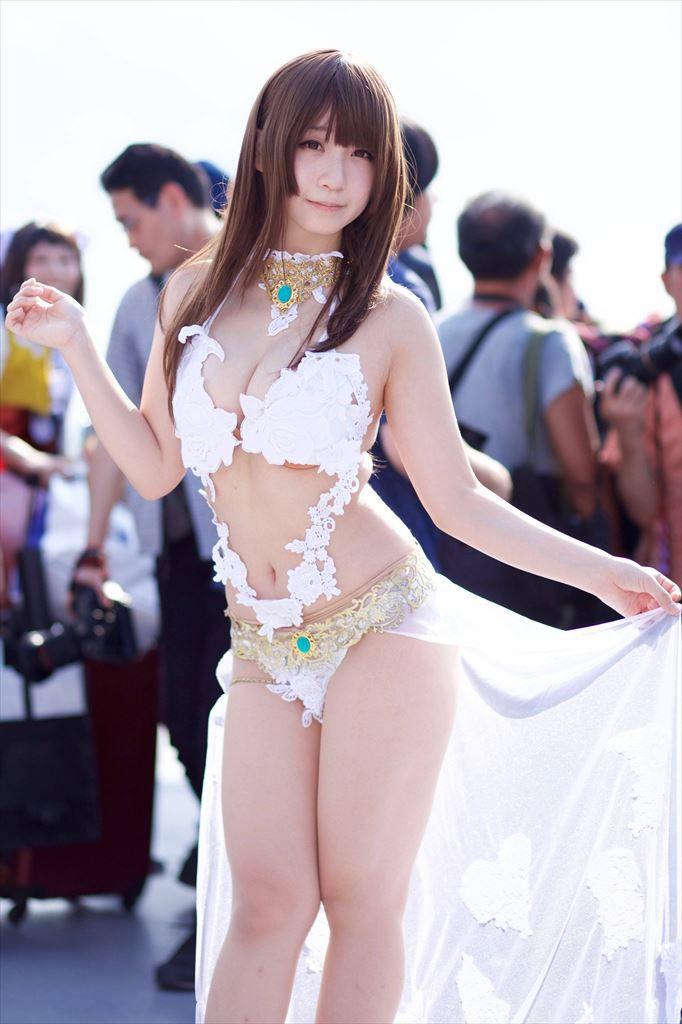 コミケ ヌーブラ はみ出し コスプレイヤー エロ画像【29】
