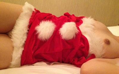 素人クリスマス!サンタコスした彼女や熟女のエロ画像 ②