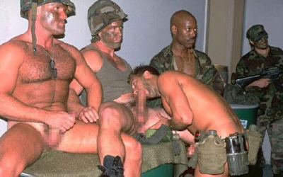 軍隊の男がちんぽ出してる軍人ペニスのエロ画像 ③