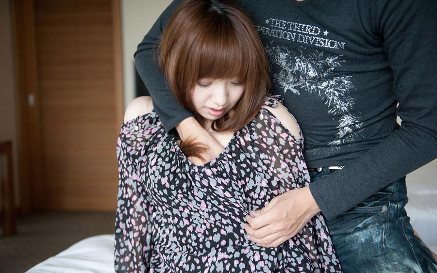 服 手 突っ込む おっぱい 揉む エロ画像【8】