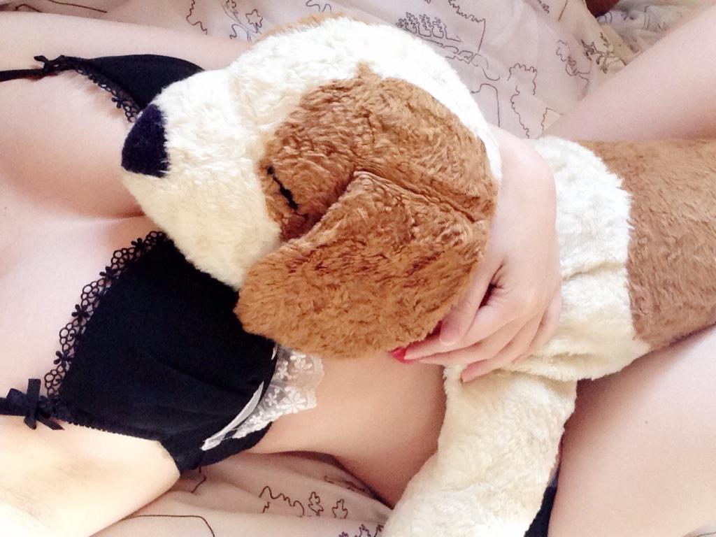 女神 ぬいぐるみ もふもふ 自撮り エロ画像【24】