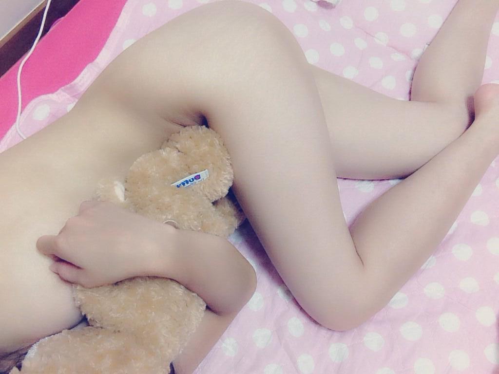 女神 ぬいぐるみ もふもふ 自撮り エロ画像【36】