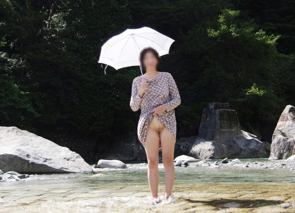 ノーパン おばさん マンコ 熟女 人妻 マンチラ エロ画像【24】