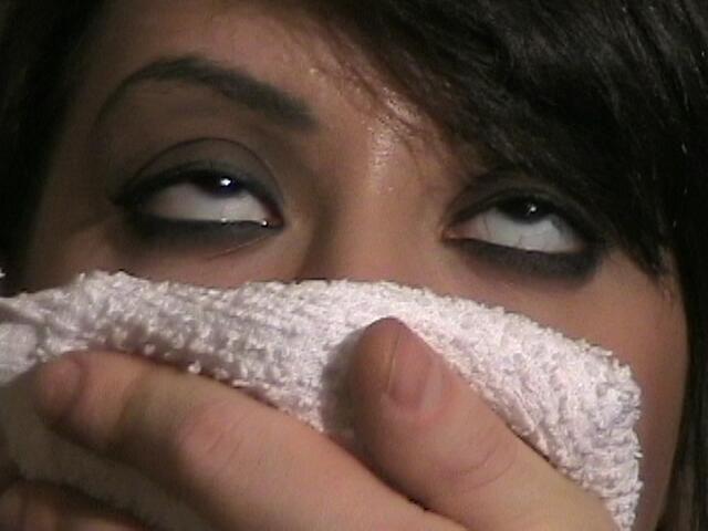クロロホルム 嗅ぐ 失神 気絶 エロ画像【30】