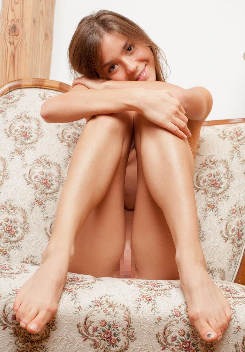 裸 体育座り マンコ 外国人 ヌード エロ画像【14】
