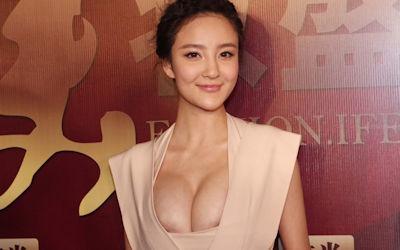 おっぱいポヨヨンな着衣巨乳中国人のエロ画像 ④