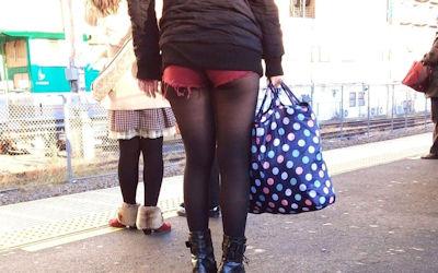 パンスト・タイツ×ショートパンツな冬の太もも街撮り画像 ①