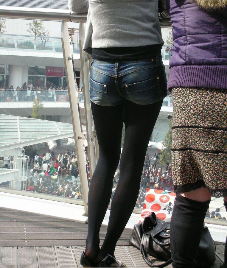 パンスト タイツ ショートパンツ 冬 太もも 街撮り エロ画像【22】