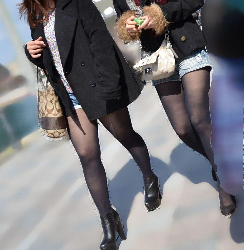パンスト タイツ ショートパンツ 冬 太もも 街撮り エロ画像【25】