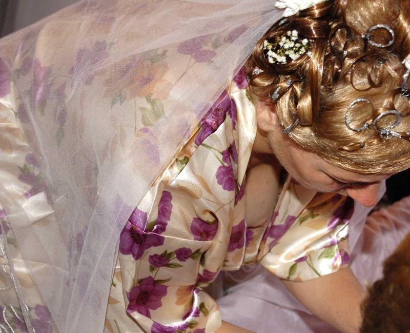 花嫁 新婦 友人 結婚式 胸チラ 乳首チラ エロ画像【31】