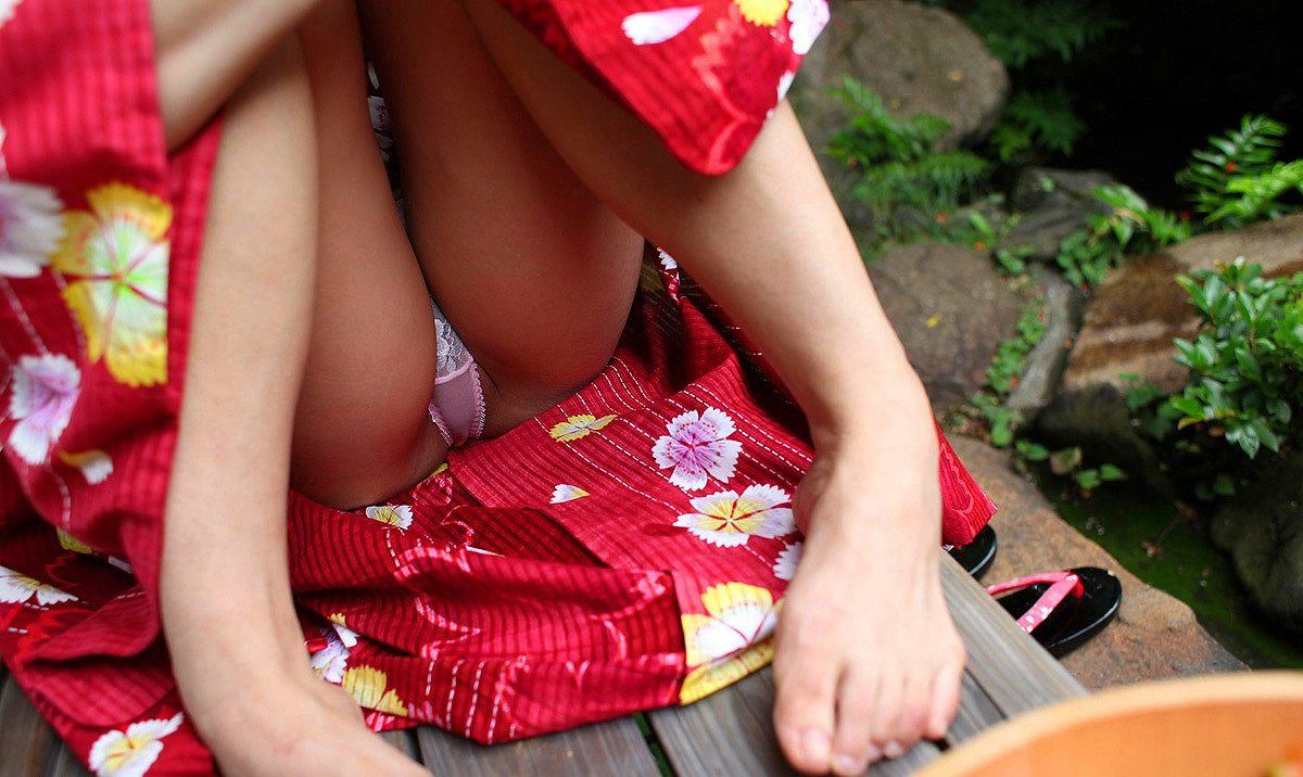 浴衣 パンチラ パンモロ マンチラ エロ画像【26】