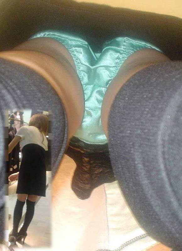 アパレル ショップ 店員 逆さ撮り パンチラ エロ画像【8】