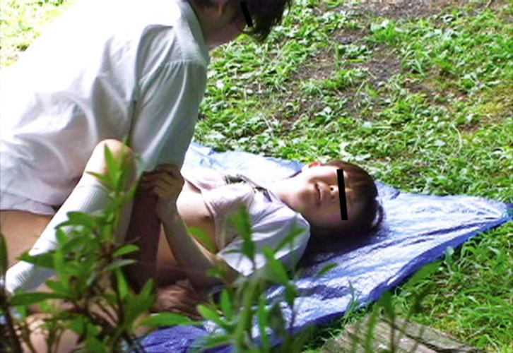 正常位 野外 セックス エロ画像【12】